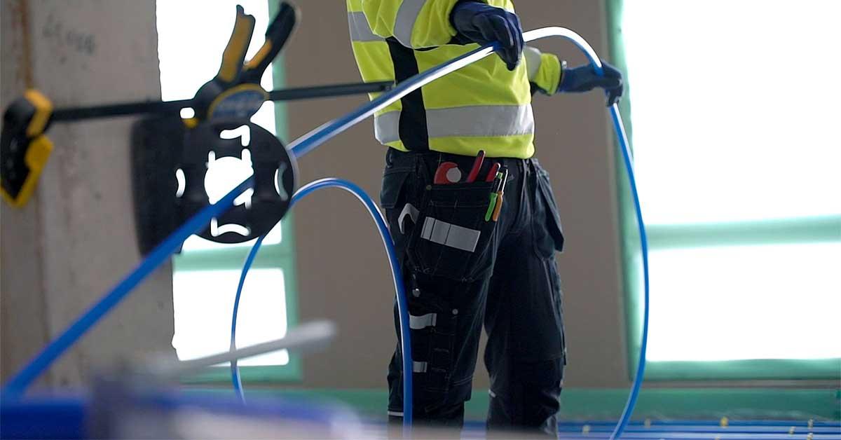 Vesikiertoinen lattialämmitys on energiatehokas lämmitysjärjestelmä, jonka lämmönlähteeksi sopii mikä tahansa lämmöntuottojärjestelmä